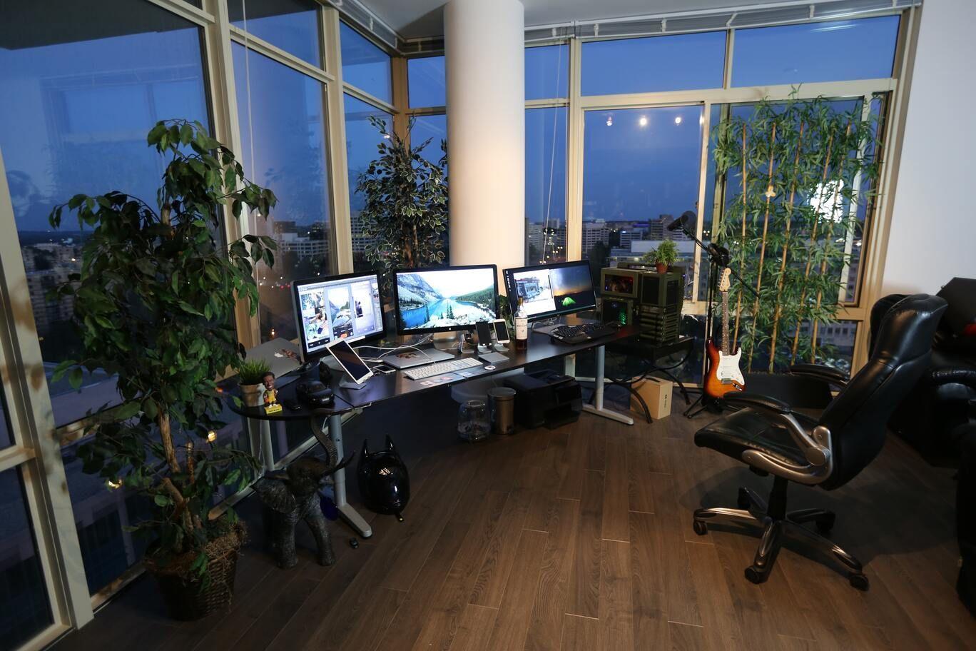 freelancer's ergonomic home office space