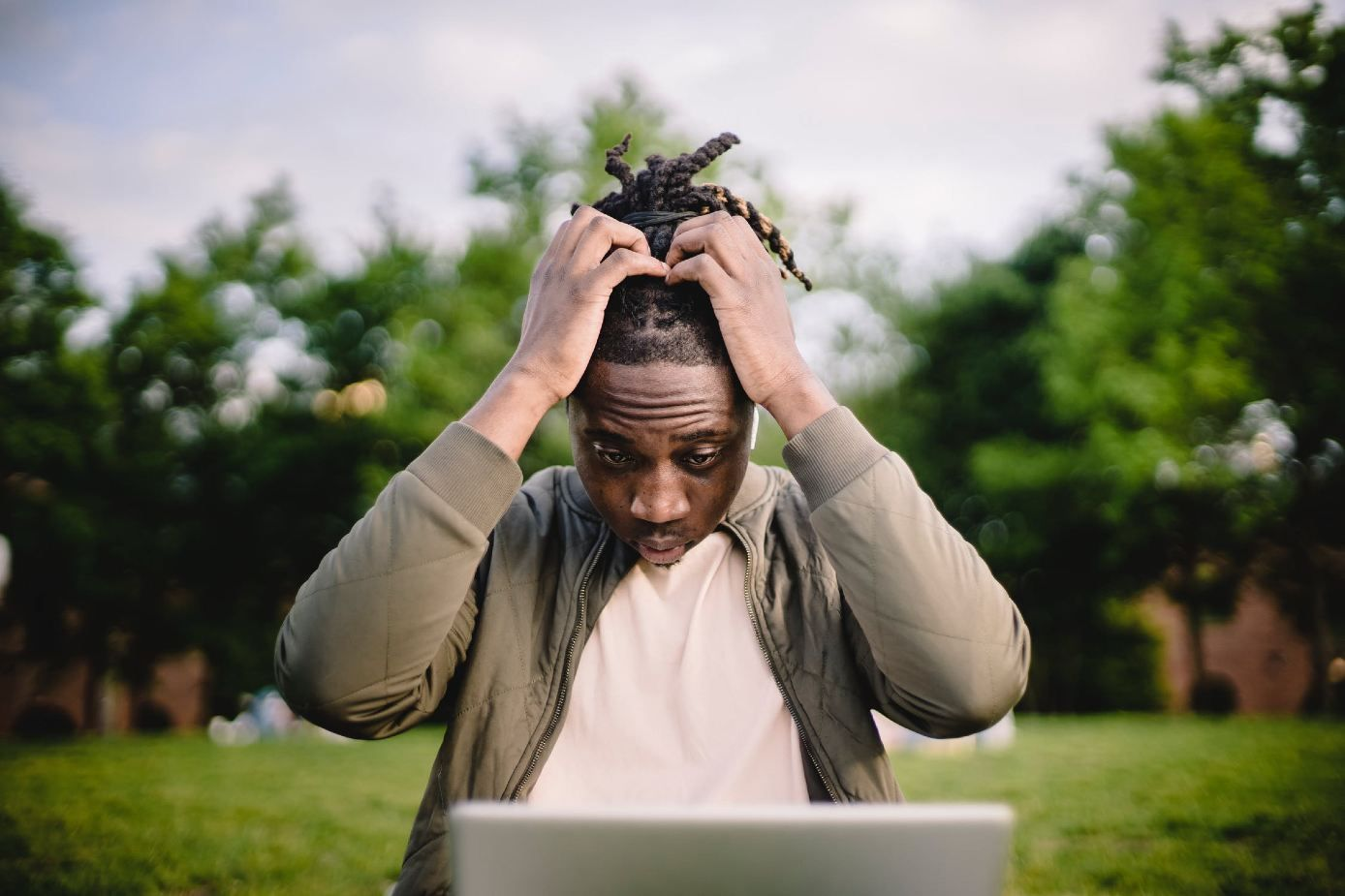 freelancer deciding between full time job