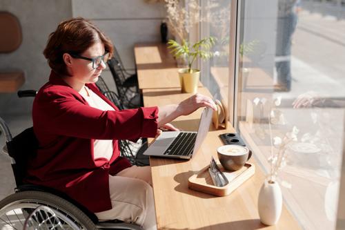 Freelance virtual assistant in between meetings