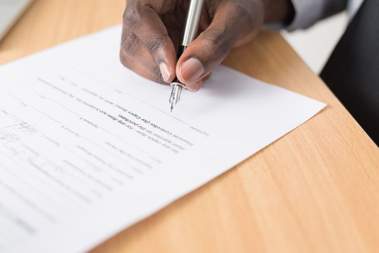 How To Write An Influencer Contract: 12 Essentials For Your Checklist