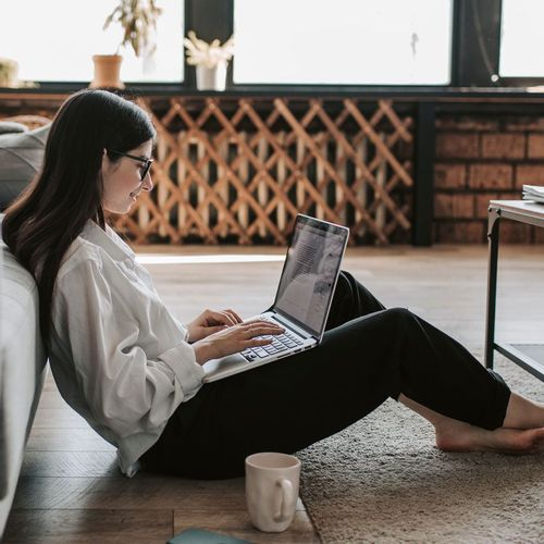 Woman searching how to start freelancing